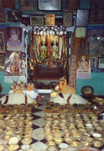 Annukut offering at a temple in Radha Kunda