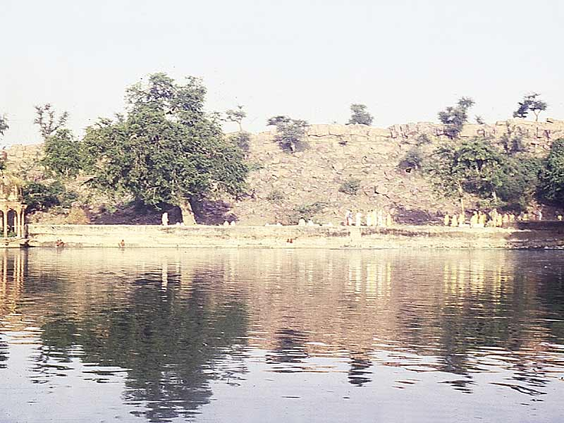 govardhanat-govinda-kunda