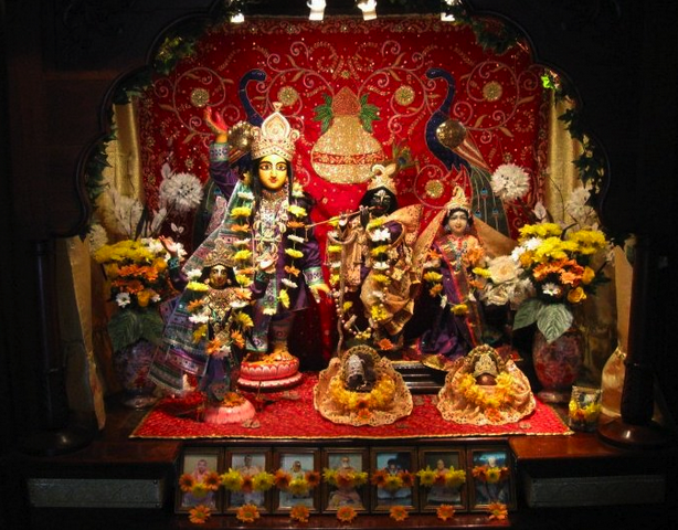 But to the devotees, nothing compares to the joys of serving Sri Sri Guru Gauranga Radha Shyamasundar!